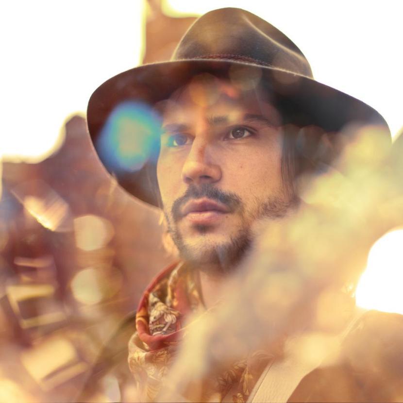 Caetano Veloso, Brooklyn Funk Essentials y Madonna influencian las composiciones de Dani Zábal. FOTO tomada del perfil oficial en Facebook del artista.