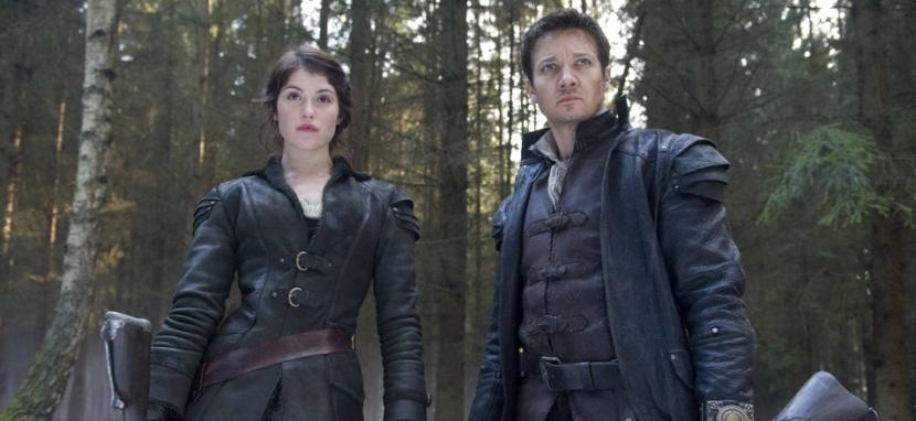 Gemma como Gretel y Jeremy como Hansel son catalogados como los mejores cazadores de brujas en su tiempo. Foto tomada del sitio Web oficial del filme.